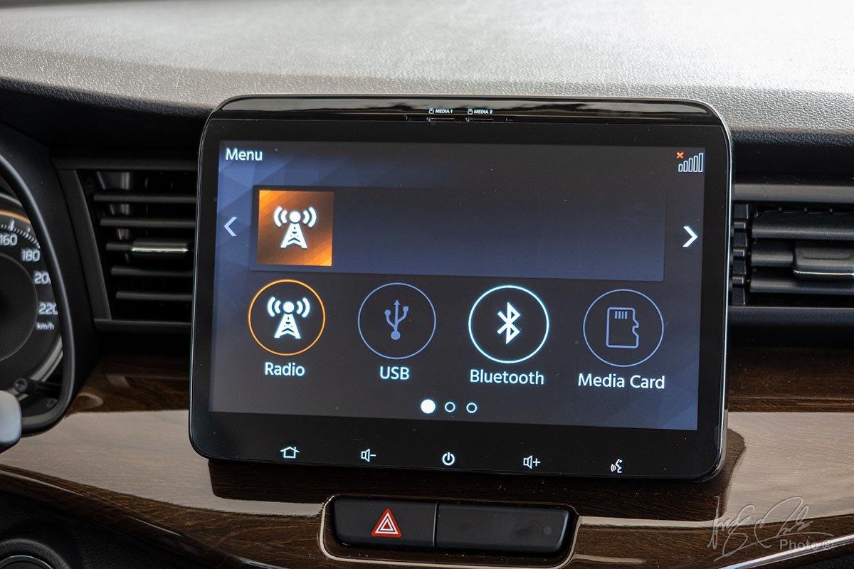 Đánh giá xe Suzuki Ertiga 2020: Màn hình cảm ứng 10 inch tích hợp Android Auto và Apple CarPlay.