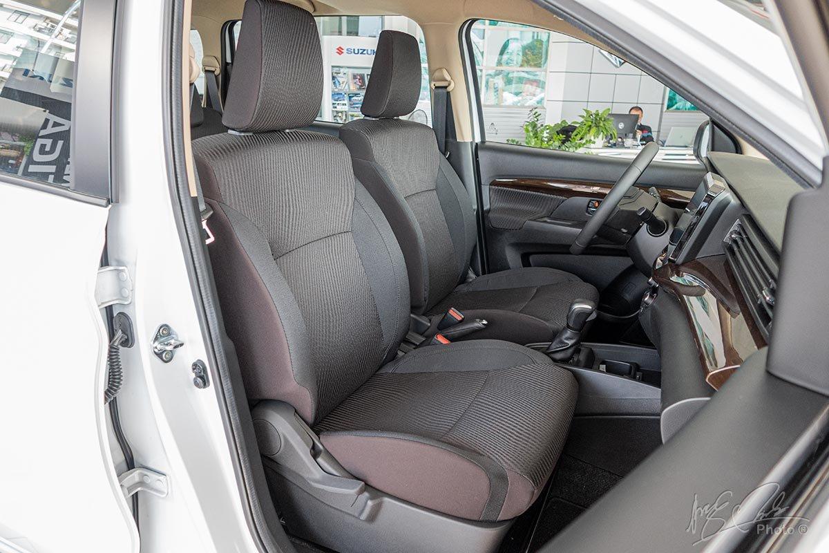 Đánh giá xe Suzuki Ertiga 2020: Toàn bộ ghế ngồi trên xe được chỉnh cơ.