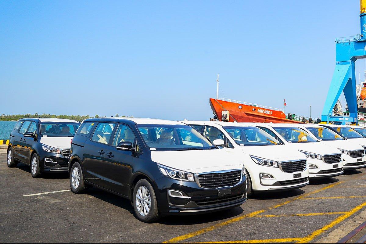 Lô 40 xe Kia Sedona đầu tiên được xuất khẩu sang thị trường Thái Lan.
