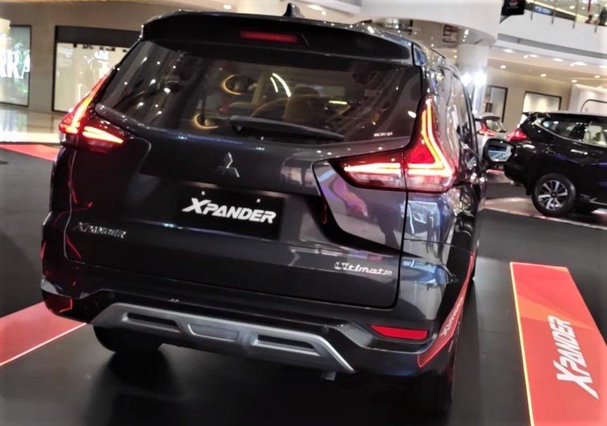 Phần đuôi xe Mitsubishi Xpander 2020 bổ sung ăng ten vây cá mập 1