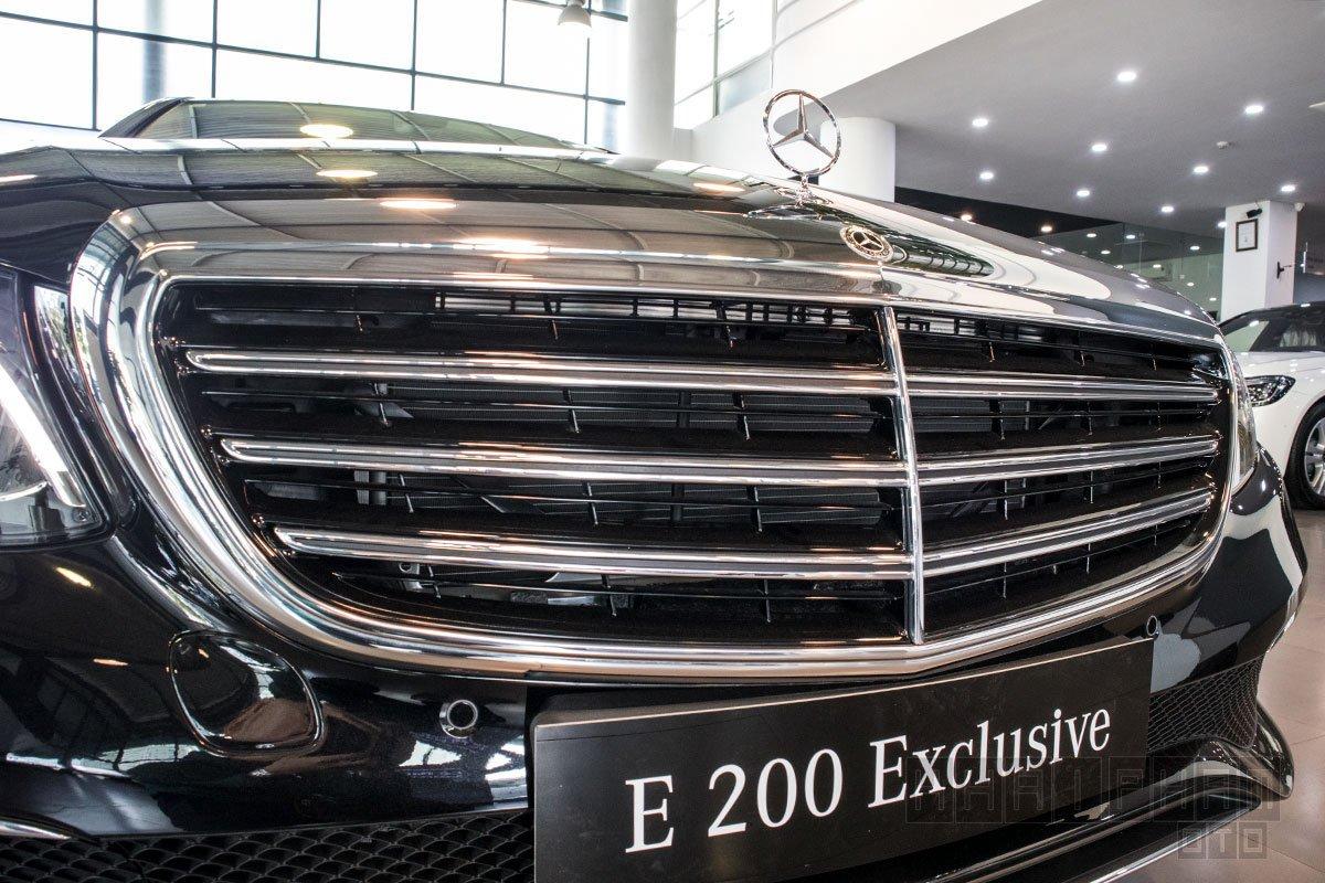 Ảnh chụp lưới tản nhiệt xe Mercedes-Benz E 200 Exclusive 2020
