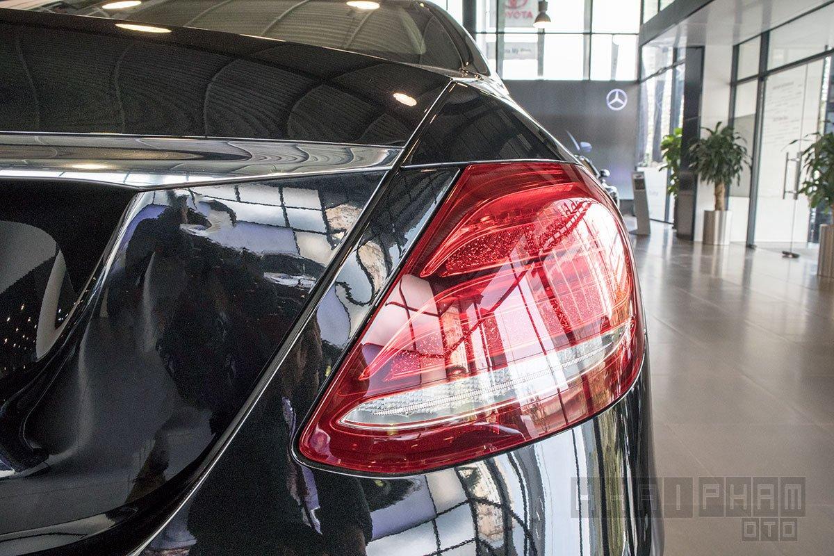 Ảnh chụp đèn hậu xe Mercedes-Benz E 200 Exclusive 2020