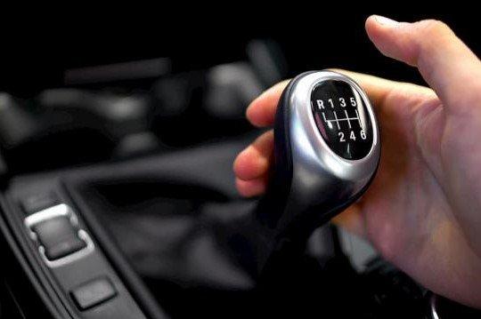 Manual Transmission là hộp số sàn thông dụng trên ô tô hiện nay 1