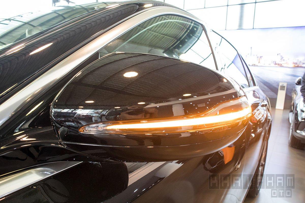 Ảnh chụp Gương chiếu hậu xe Mercedes-Benz E 200 Exclusive 2020