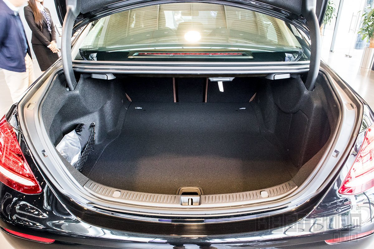 Ảnh chụp Cốp xe Mercedes-Benz E 200 Exclusive 2020