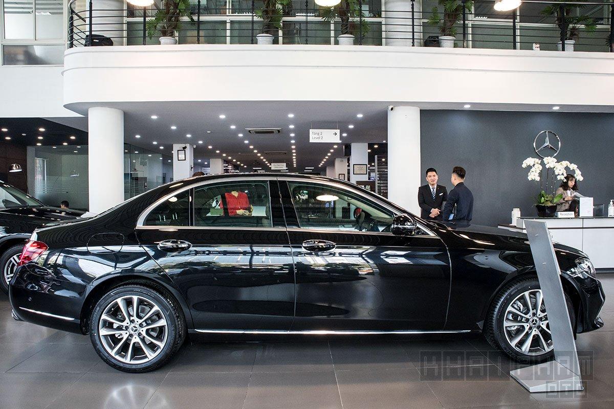 Ảnh chụp Thân xe Mercedes-Benz E 200 Exclusive 2020