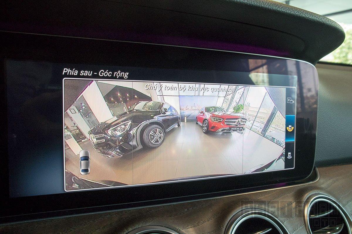 Ảnh chụp Camera lùi xe Mercedes-Benz E 200 Exclusive 2020