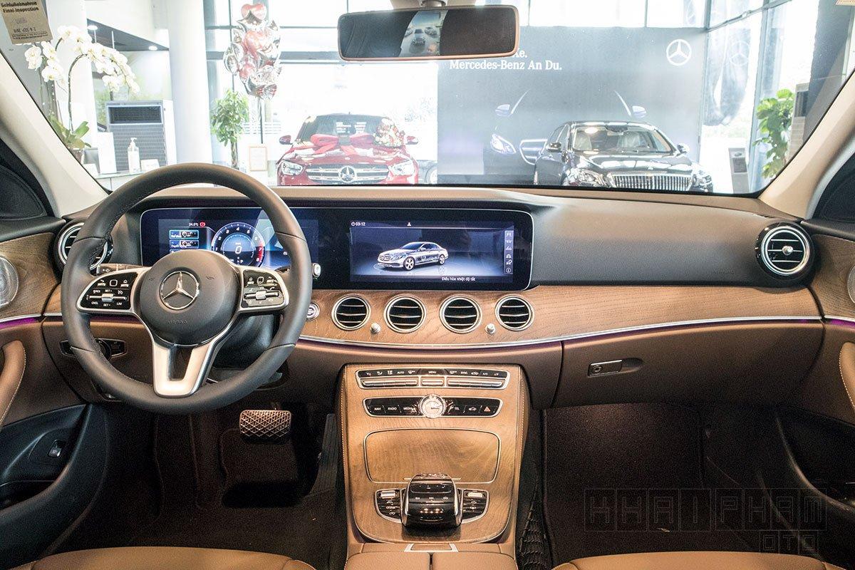 Ảnh chụp Táp-lô xe Mercedes-Benz E 200 Exclusive 2020