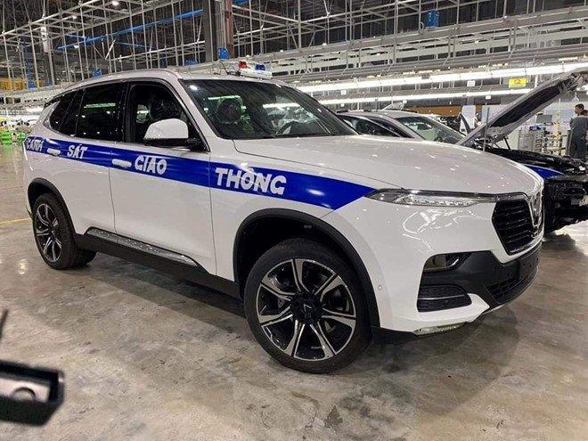 Hình ảnh xe CSGT VinFast được tiết lộ trong một nhà máy.