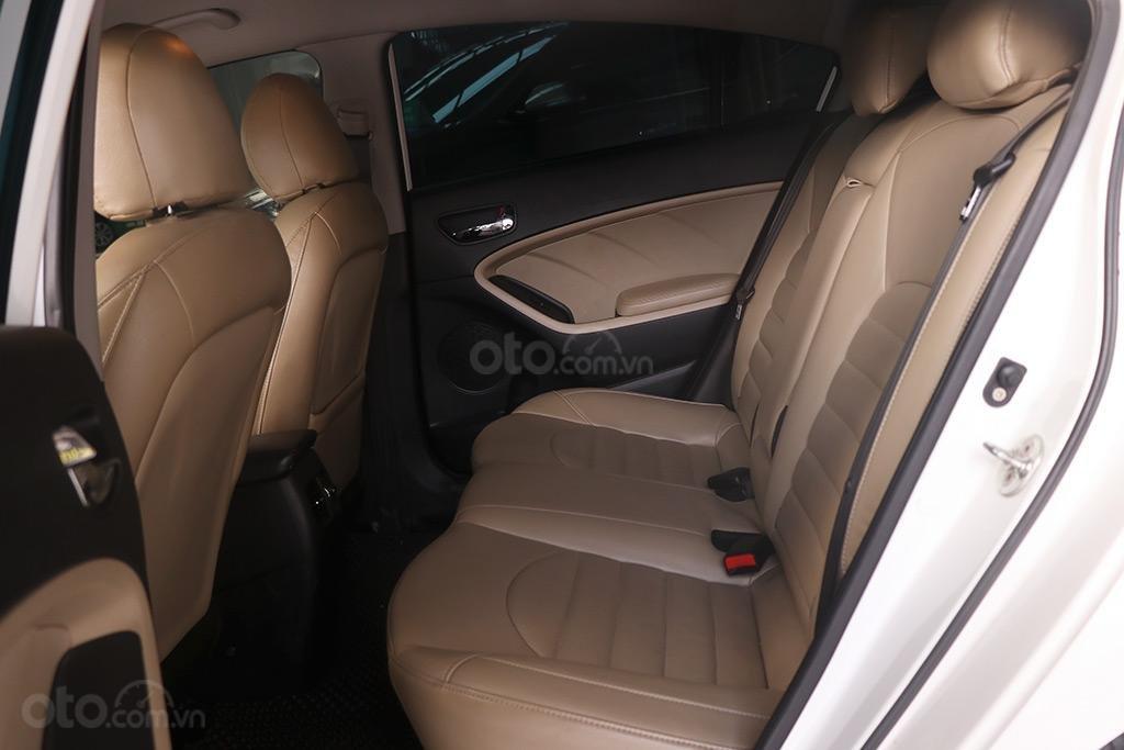 Kia Cerato 1.6MT 2017, xe trắng đẹp và sang (6)