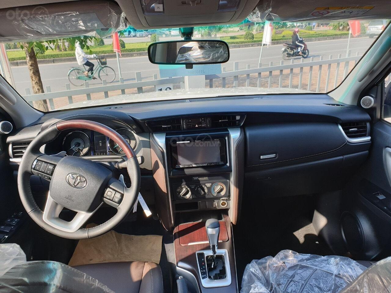 Toyota Fortuner 2.4 AT 2020 - chỉ tiêu duy nhất 3 xe - giá sập sàn (3)