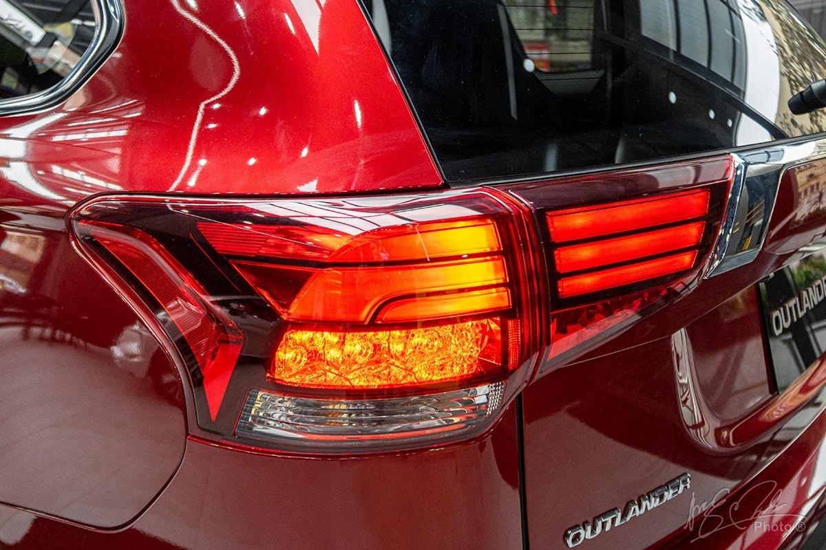 Ảnh chụp đèn hậu xe Mitsubishi Outlander 2020