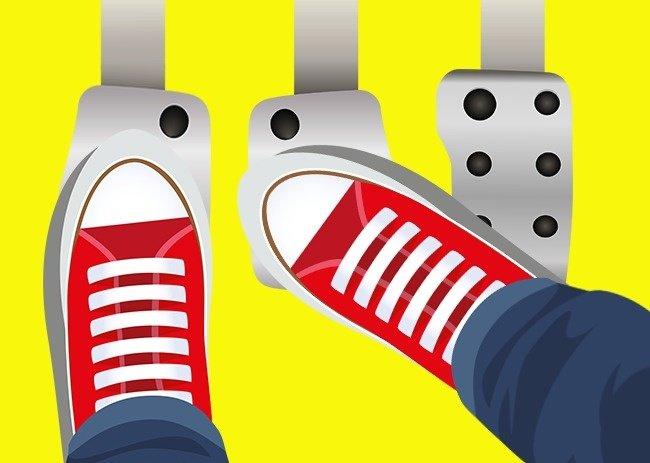 Sử dụng ngón và gót chân để giảm tốc độ.