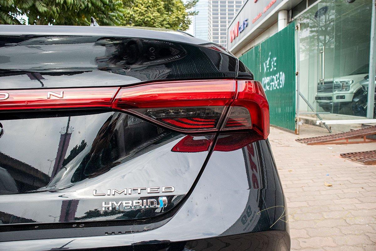 Ảnh chụp tên xe Toyota Avalon 2020