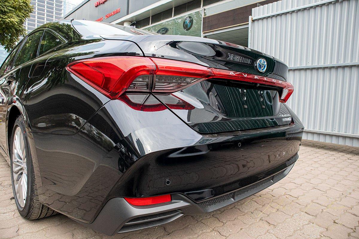 Ảnh chụp đuôi xe Toyota Avalon 2020