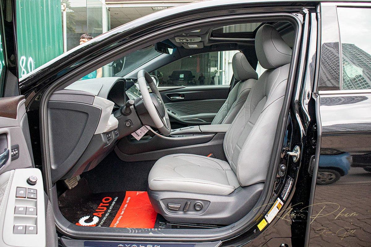 Ảnh chụp ghế lái xe Toyota Avalon 2020