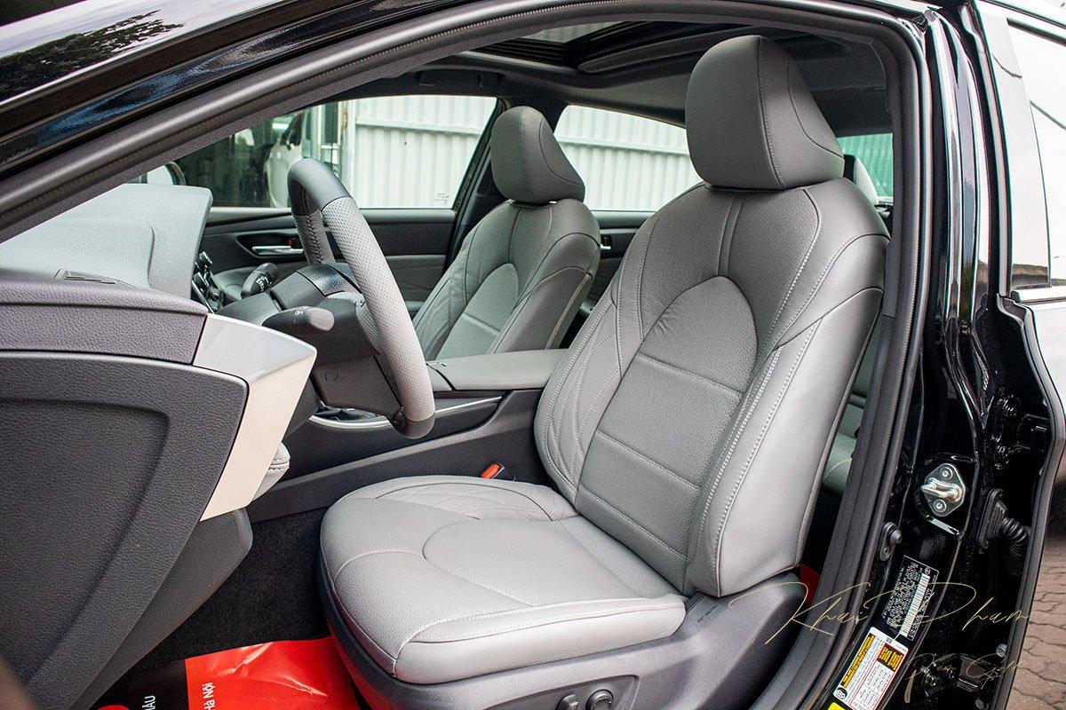 Ảnh chụp ghế trước xe Toyota Avalon 2020
