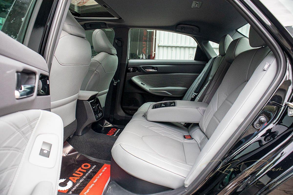Ảnh chụp ghế sau xe Toyota Avalon 2020