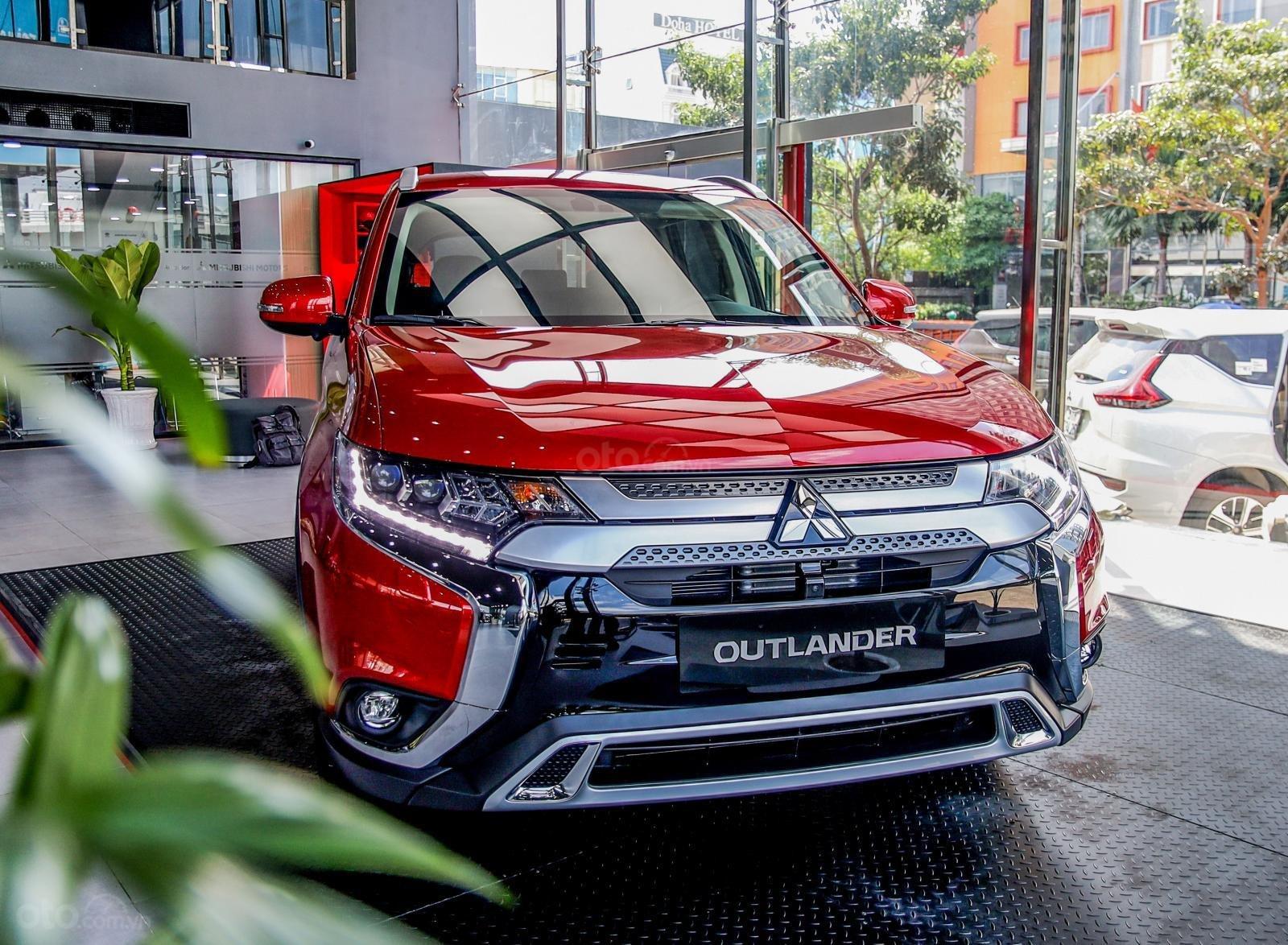 [Mitsubishi Isamco] Mitsubishi Outlander 2020, chỉ 825tr, ưu đãi tiền mặt cực khủng, trả góp 85% (1)