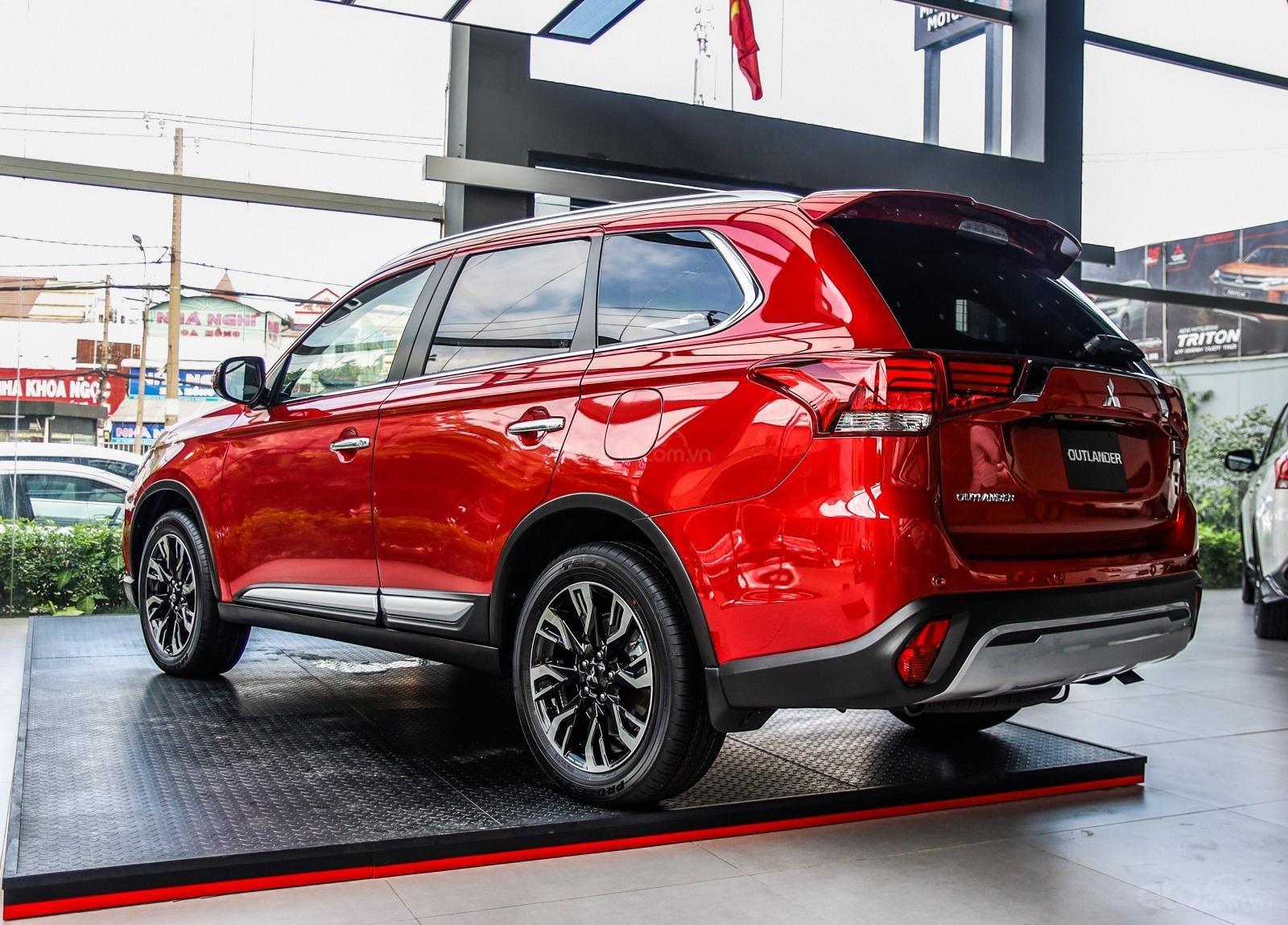 [Mitsubishi Isamco] Mitsubishi Outlander 2020, chỉ 825tr, ưu đãi tiền mặt cực khủng, trả góp 85% (6)