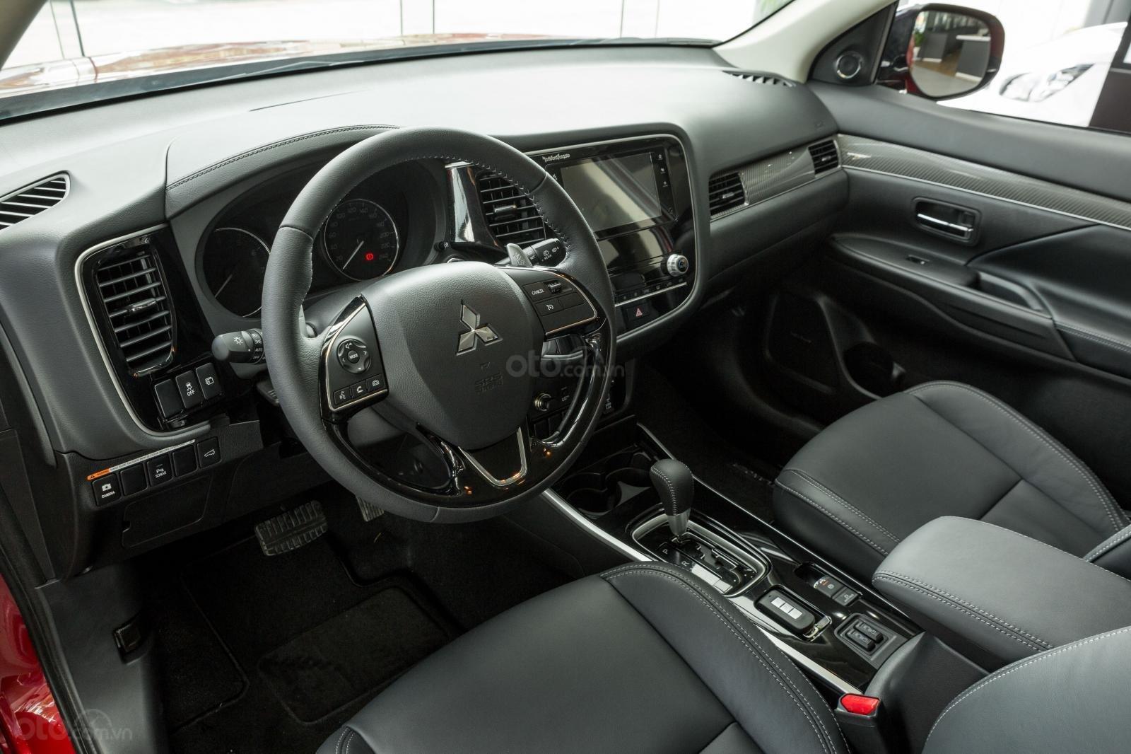 [Mitsubishi Isamco] Mitsubishi Outlander 2020, chỉ 825tr, ưu đãi tiền mặt cực khủng, trả góp 85% (12)