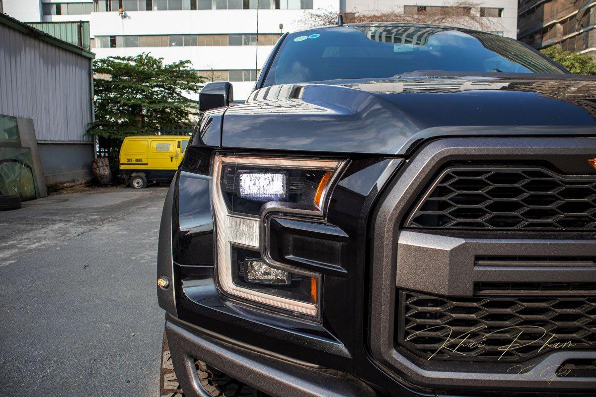 Ảnh chụp đèn pha xe Ford F-150 Raptor Black Edition 2020 a