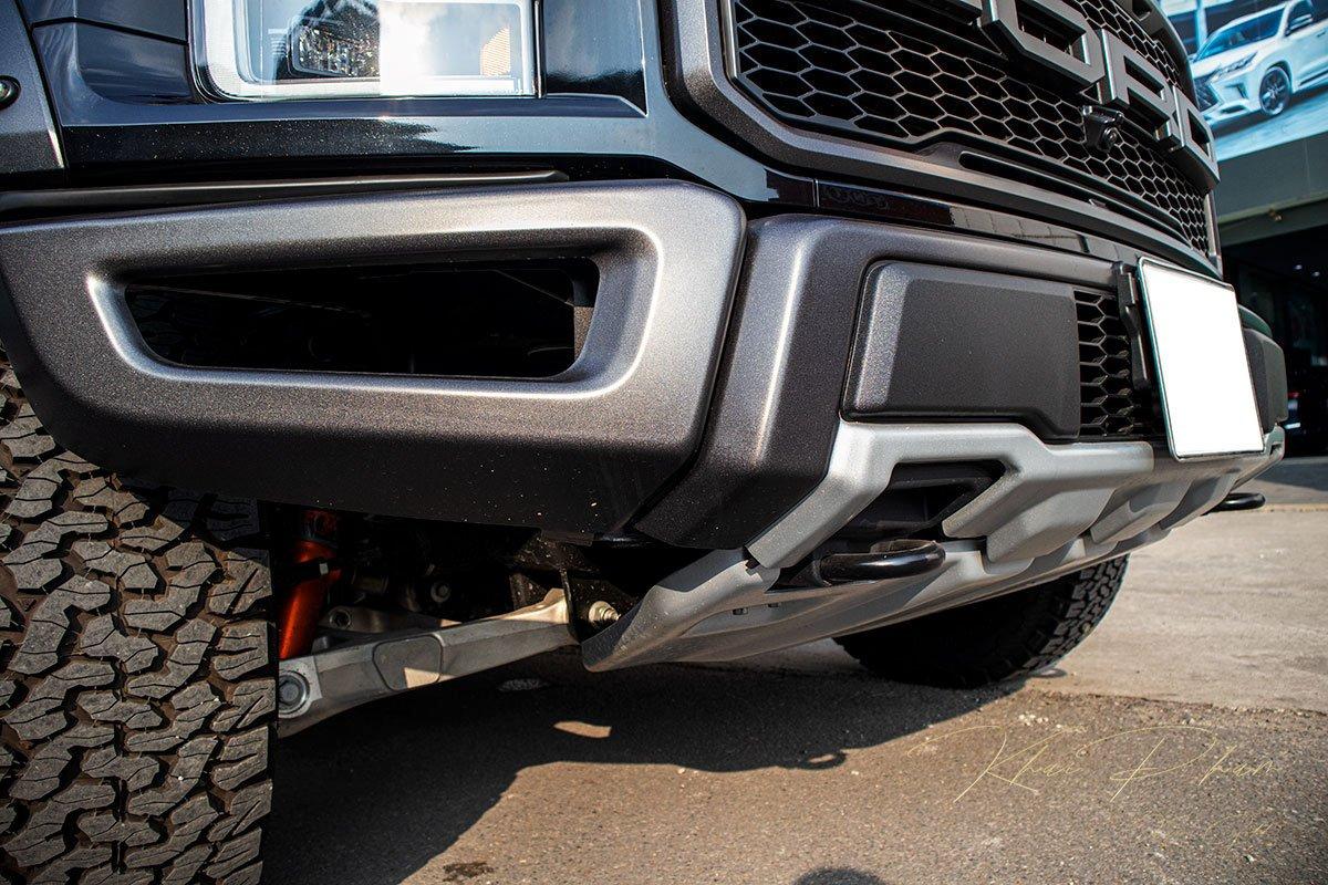 Ảnh chụp cản trước xe Ford F-150 Raptor Black Edition 2020