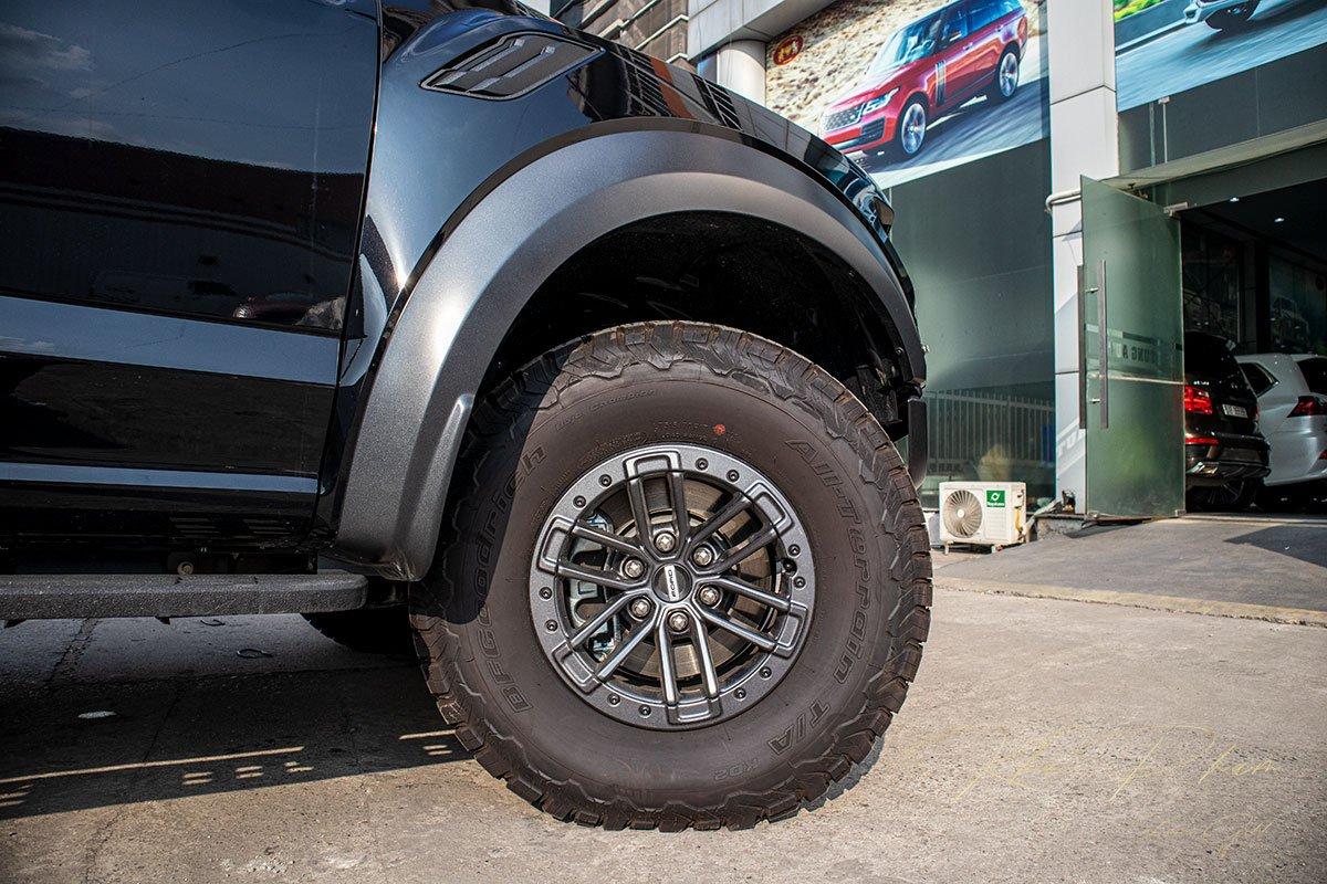 Ảnh chụp la-zăng xe Ford F-150 Raptor Black Edition 2020 a