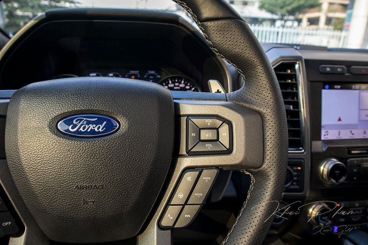 Ảnh chụp nút bấm xe Ford F-150 Raptor Black Edition 2020