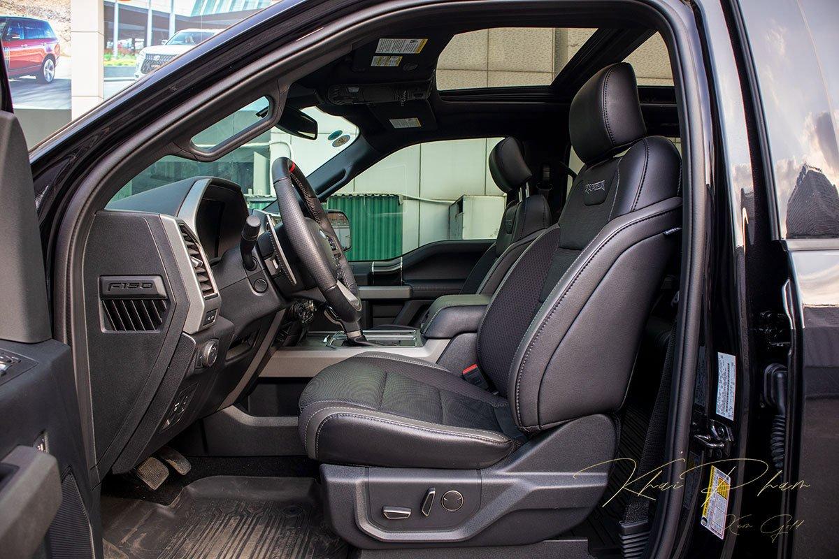 Ảnh chụp ghế lái xe Ford F-150 Raptor Black Edition 2020