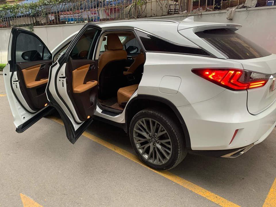 Lexus RX 350 2017 xuất xứ Campuchia được rao bán với giá 900 triệu đồng - Ảnh 2.