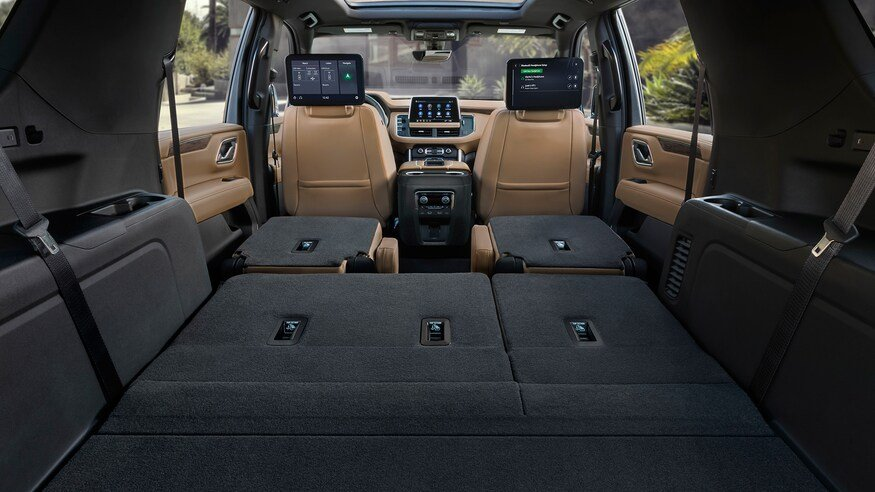 10 mẫu SUV ghế gập siêu rộng - Chevrolet Suburban 2021 bao la khoảng trống.