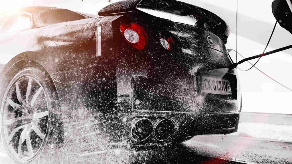 Tránh hư ô tô khi rửa xe áp suất cao.