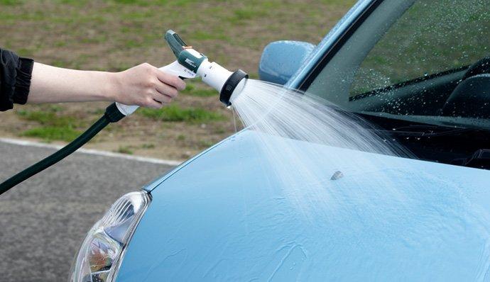 Tránh hư ô tô khi rửa xe áp suất cao cần vệ sinh sơ bằng nước.