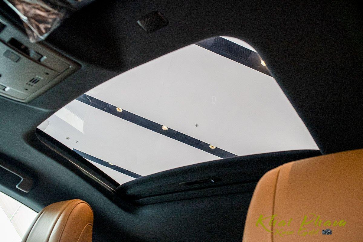 ảnh chụp cửa sổ trời xe Lexus RC 300 2020