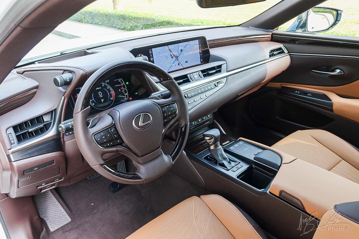 Ảnh chụp vô-lăng xe Lexus ES 250 2020