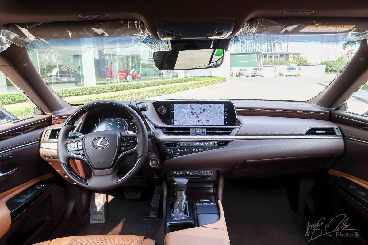 Ảnh chụp táp-lô xe Lexus ES 250 2020