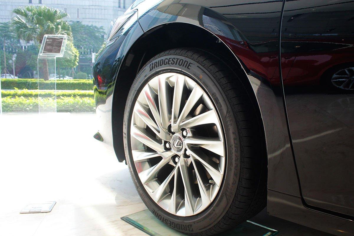 Ảnh chụp mâm xe Lexus ES 250 2020