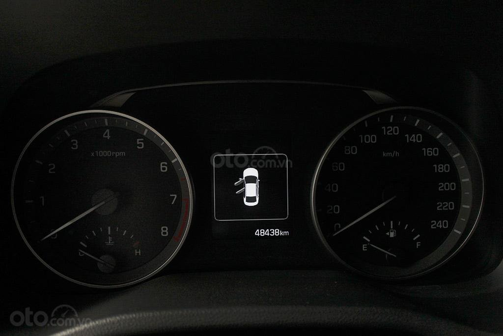 Hyundai Elantra 1.6AT 2018, xe màu trắng cực đẹp (8)
