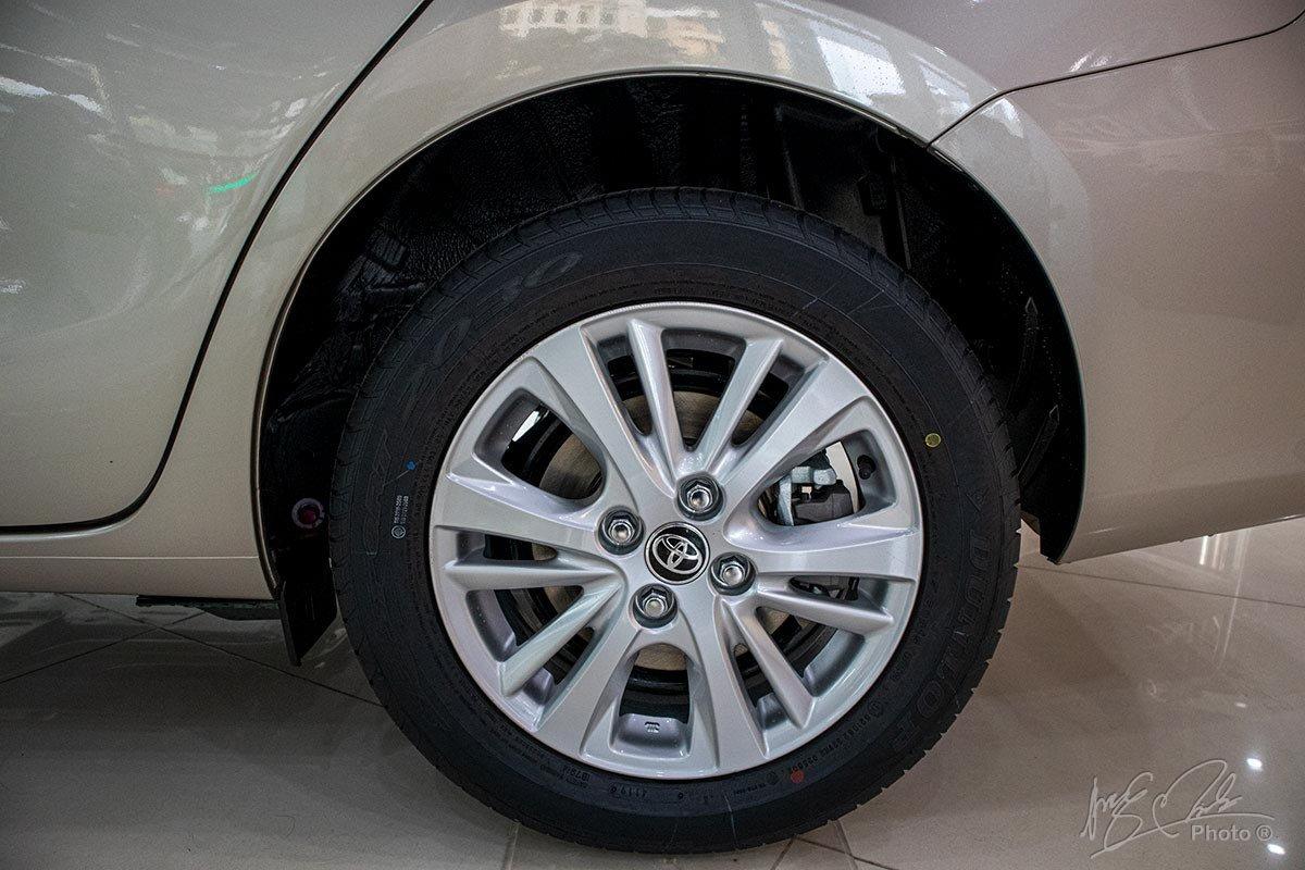 Đánh giá xe Toyota Vios 2020 phiên bản 1.5E MT: phanh đĩa có mặt trên 4 bánh xe.