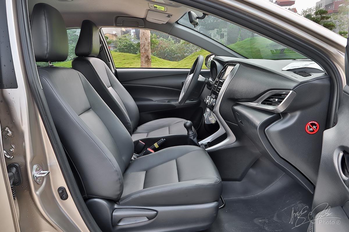 Đánh giá xe Toyota Vios 2020 phiên bản 1.5E MT: Ghế bên phụ chỉnh tay 4 hướng.