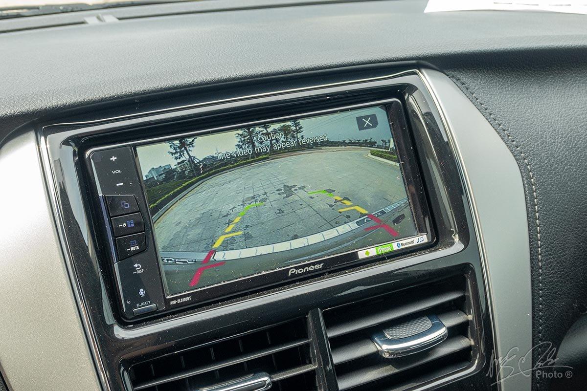 Đánh giá xe Toyota Vios 2020 phiên bản 1.5E MT: Camera lùi là trang bị tiêu chuẩn.