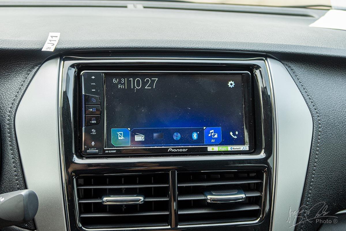 Đánh giá xe Toyota Vios 2020 phiên bản 1.5E MT: Hệ thống giải trí đã được nâng cấp lên màn hình cảm ứng 7 inch.