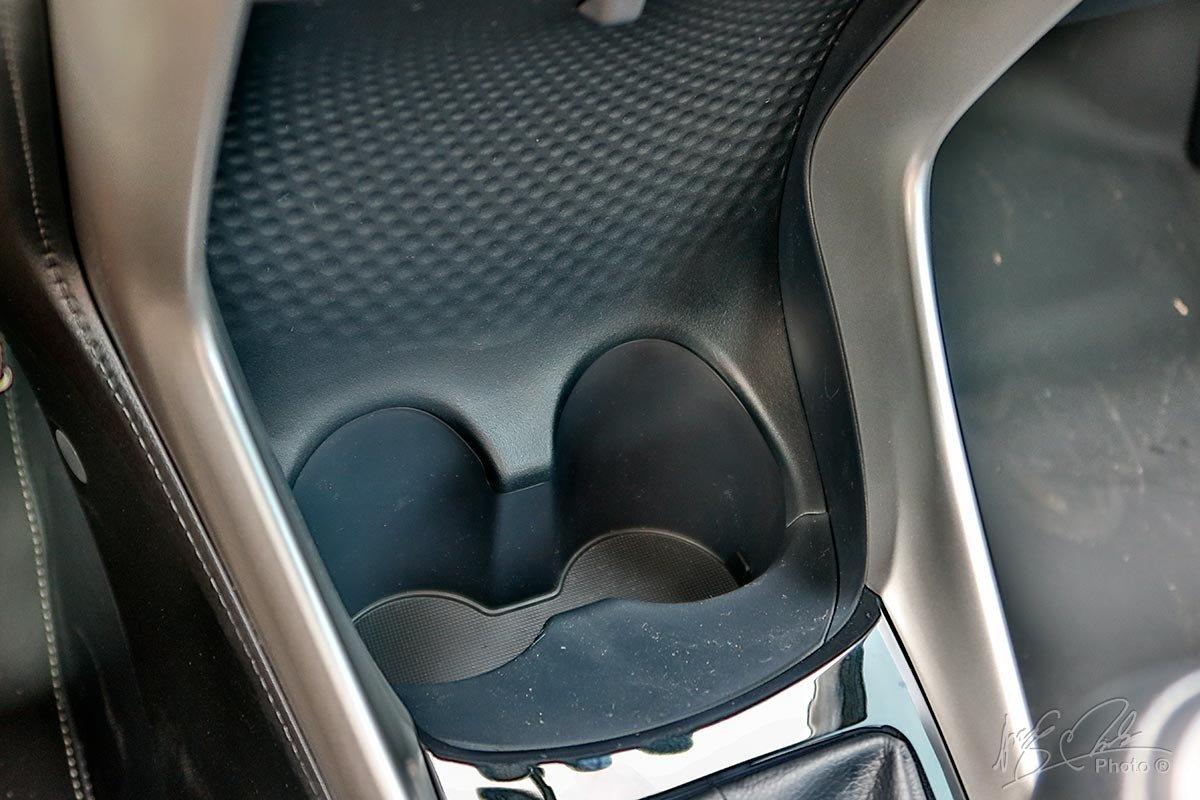 Đánh giá xe Toyota Vios 2020 phiên bản 1.5E MT: Hốc để cốc cho hàng ghế trước.