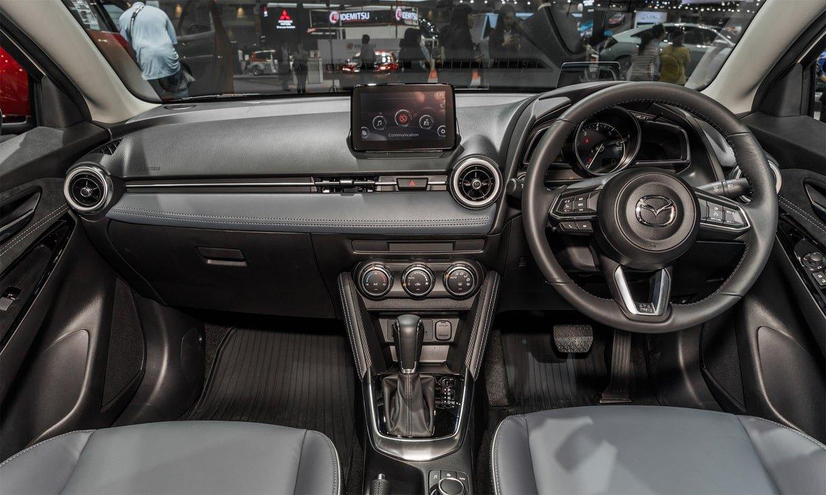 Nội thất xe Mazda 2 2020