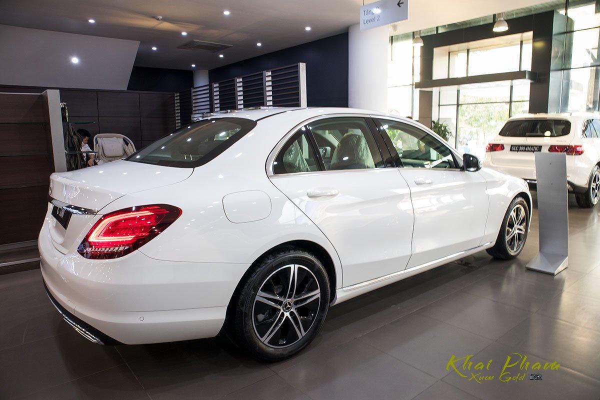 Ảnh chụp  thân xe Mercedes-Benz C 180 2020 1
