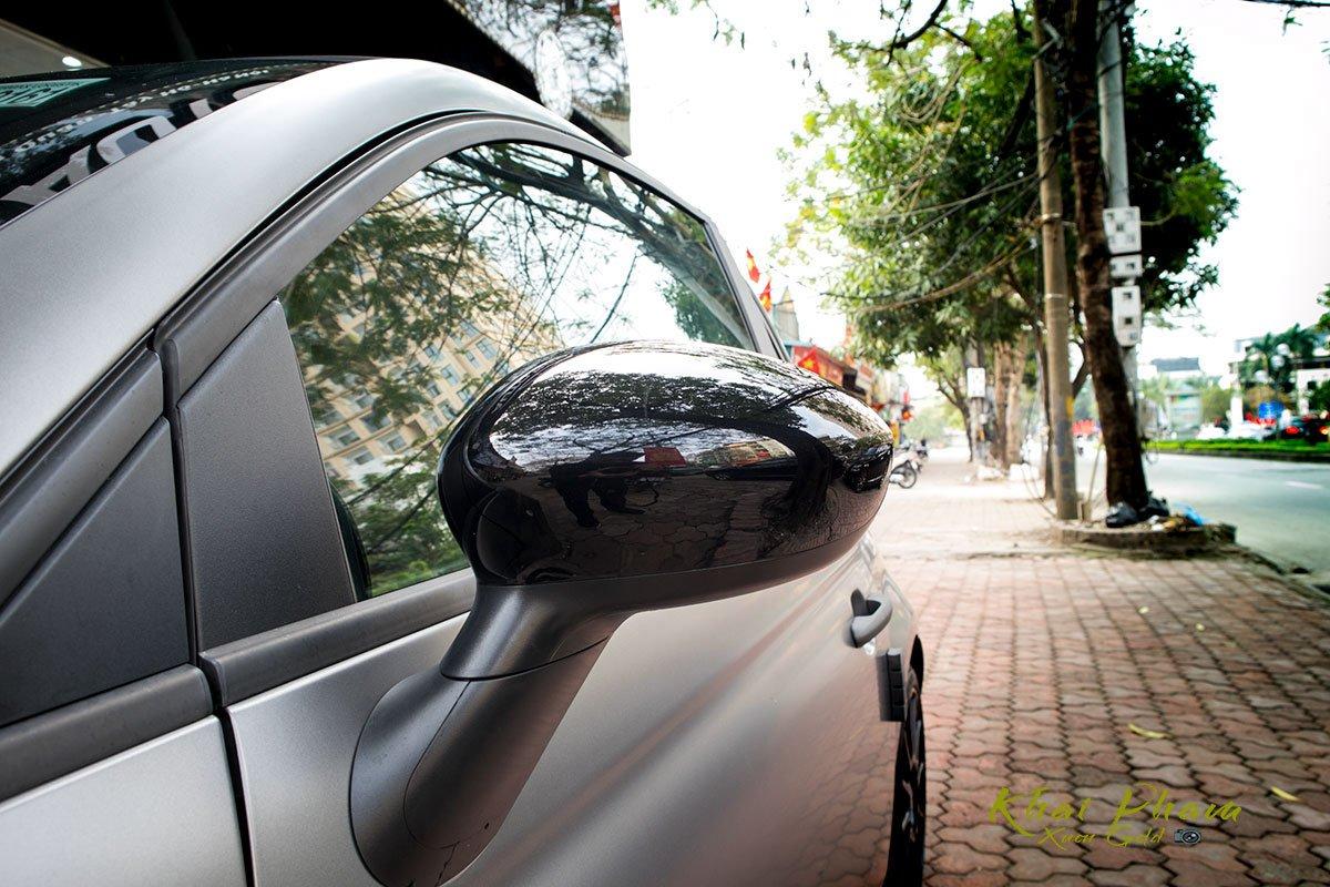 Ảnh chụp gương ngoài xe Fiat 500 595 Abarth Esseesse 2020 đầu tiên về Việt Nam