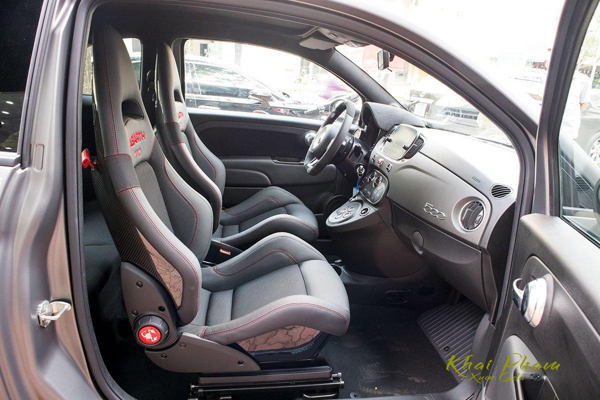 Ảnh ghế phụ xe Fiat 500 595 Abarth Esseesse 2020 đầu tiên về Việt Nam