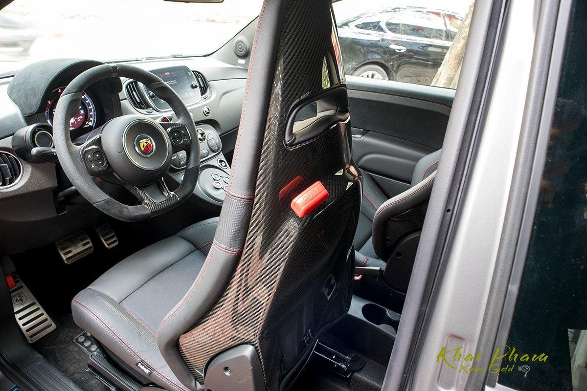 Ảnh chụp lưng ghế xe Fiat 500 595 Abarth Esseesse 2020 đầu tiên về Việt Nam