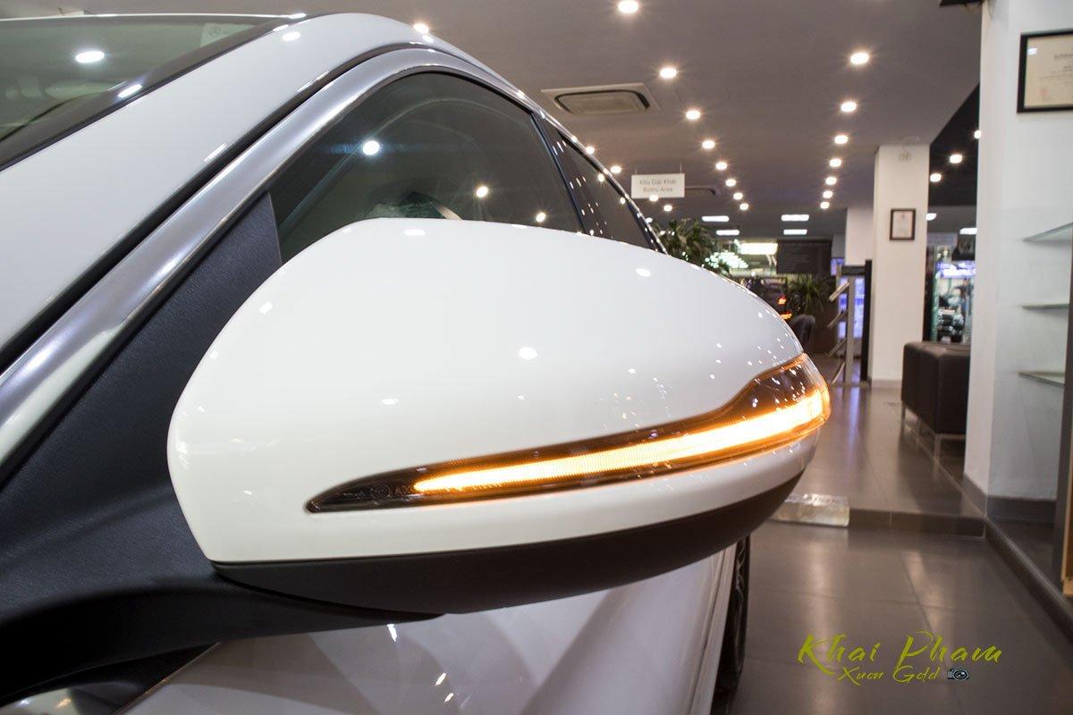 Ảnh chụp Gương với đèn xi-nhan LED xe Mercedes-Benz C 180 2020